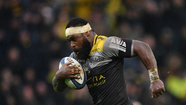 10/12/2017 La Rochelle's Levani Botia runs with the ball on his way to scoring a try during the European Rugby Champions Cup match against Wasps