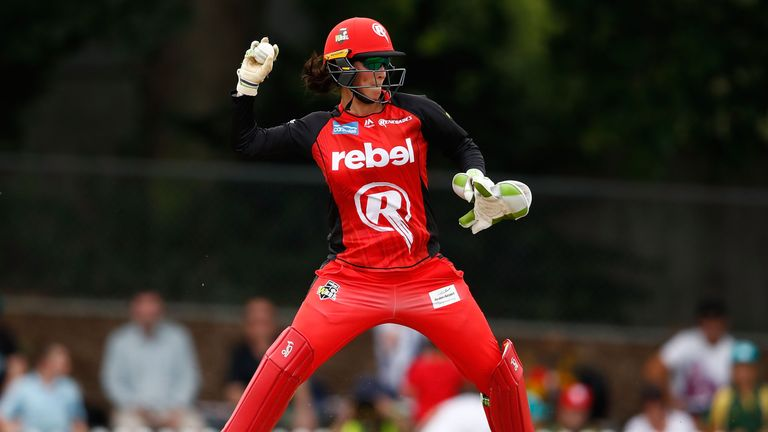 Emma Inglis' gaffe behind the stumps almost cost Melbourne Renegades in the Women's Big Bash League