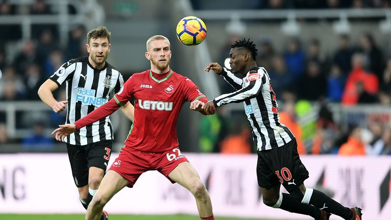 Oli McBurnie in action for Swansea against Newcastle