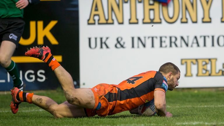 Castleford's Jy Hitchcox's scores a try against Widnes