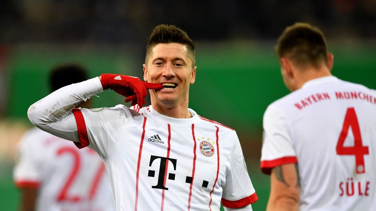 Manchester United have reportedly made an approach to sign Robert Lewandowski