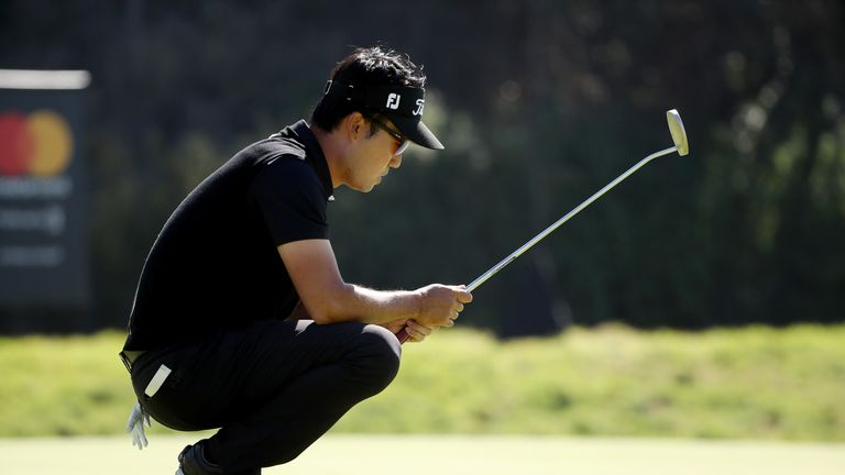 PACIFIC PALISADES, CA - FEBRUARY 18:  Kevin Na lines up a putt on the eighth green during the final round of the Genesis Open at Riviera Country Club on Fe