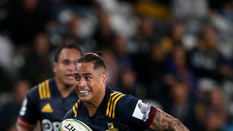 Aaron Smith notched a brace of tries in the Highlanders' comprehensive victory