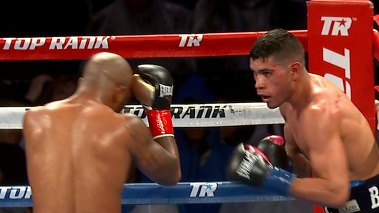 Barboza Jr dominated Reed over the 10 rounds