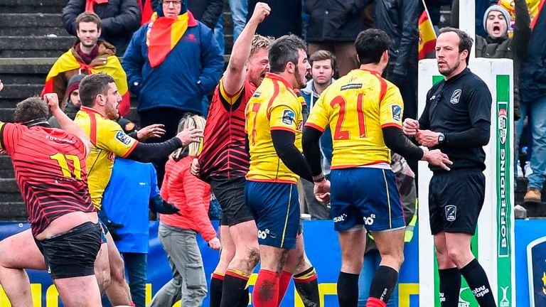 Players from Spain confront referee Vlad Iordaschescu after the 18-10 defeat to Belgium in the Rugby World Cup 2019 Europe Qualifier on March 18, 2018 in Brussels