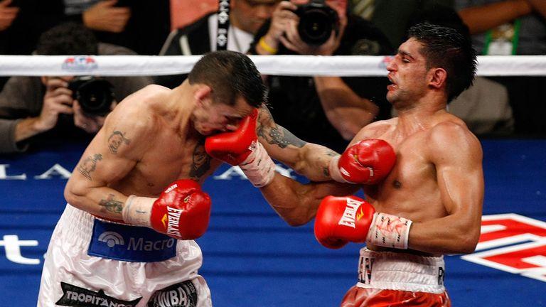 Amir Khan beat Marcos Maidana via a unanimous points decision