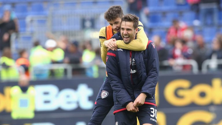 Leonardo Pavoletti celebrates Cagliari's winner against Udinese