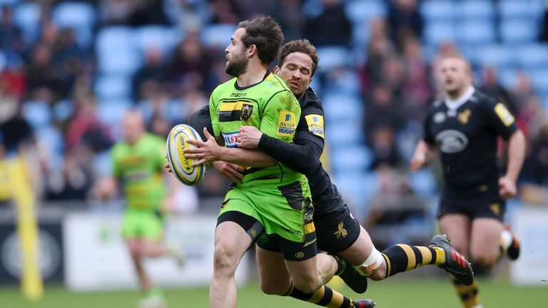 Cobus Reinach is tackled by Danny Cipriani