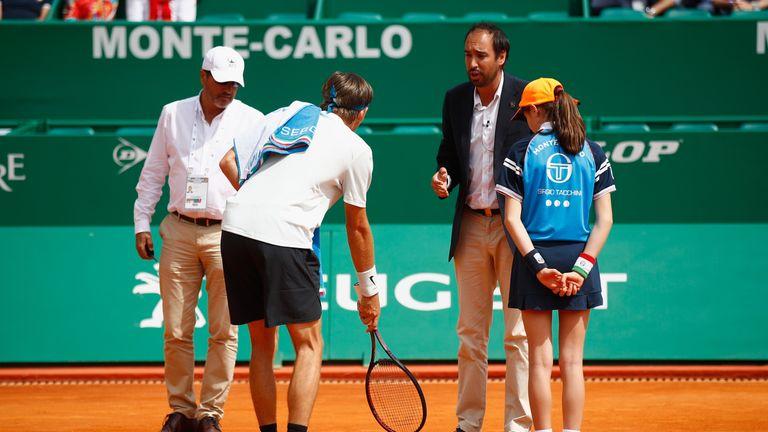Donaldson argues with umpire Gabas