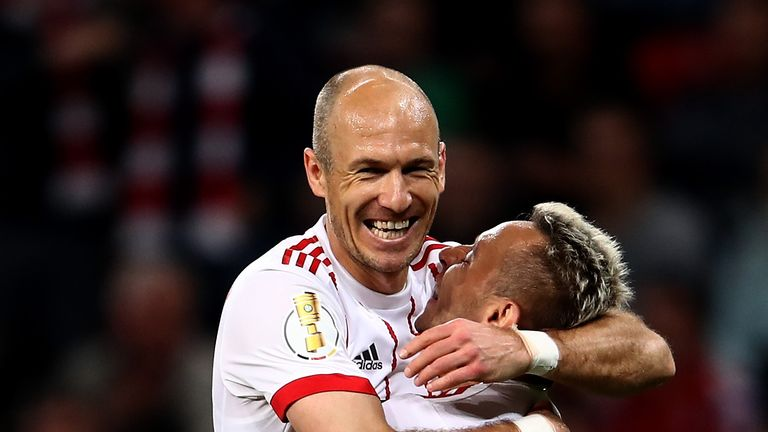 Arjen Robben and Rafinha have signed one-year contract extensions at Bayern Munich