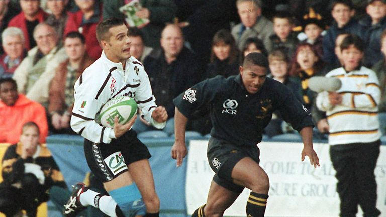 Brive full-back Sébastien Viars in action against Wasps in the 1997 Heineken Cup campaign