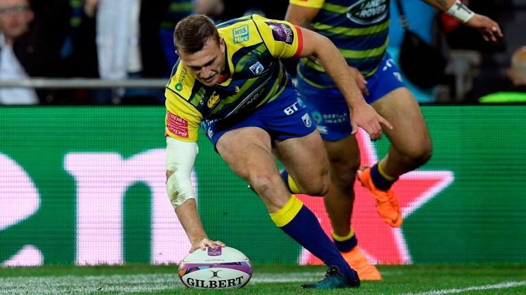 Garyn Smith scored the Blues' second try to complete the first of their two revivals