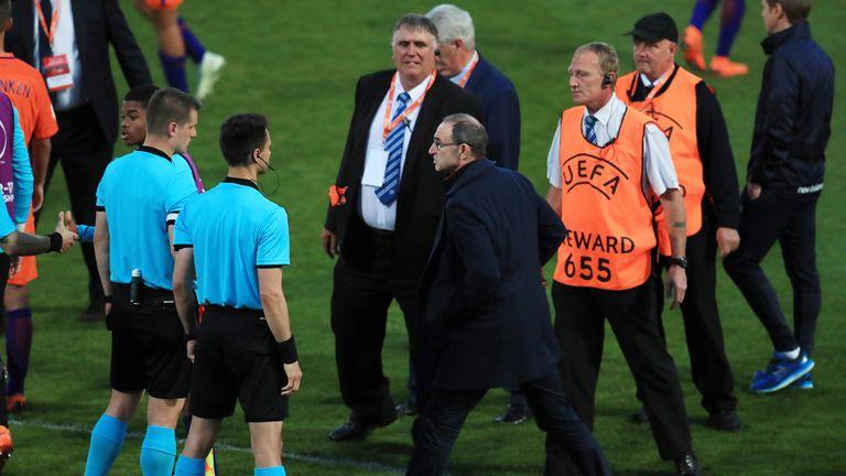 Martin O'Neill confronts referee Zbynek Proske after the penalty shoot out