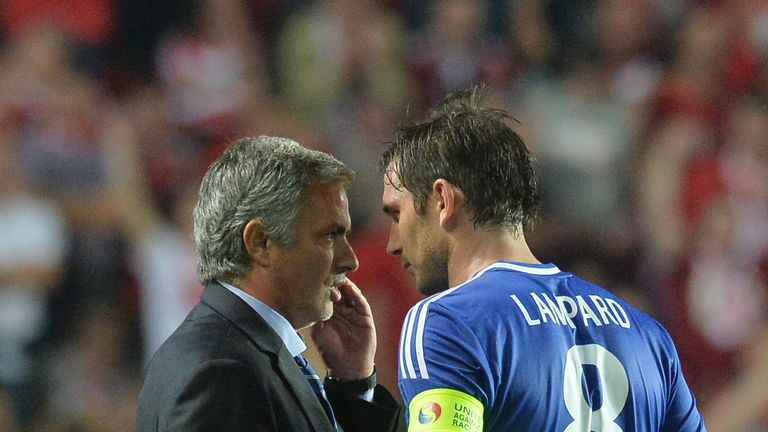 Jose Mourinho speaks with Lampard during his time at Chelsea