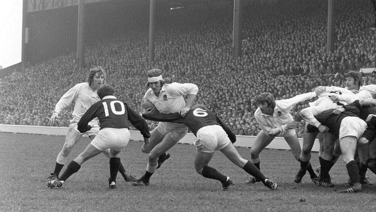 MacEwan tackles England's Andy Ripley