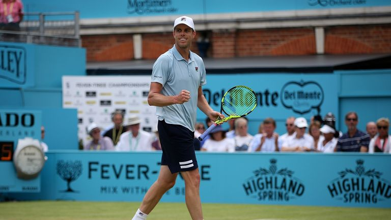 Querrey beats Wawrinka to advance to last 8