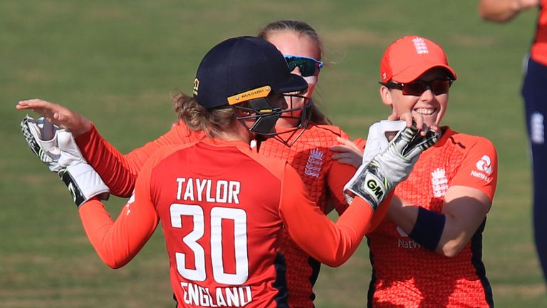 White Ferns reach T20 final after comfortable win over South Africa