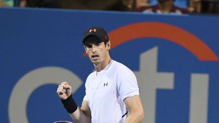Murray hangs out with soccer star Rooney at Citi Open