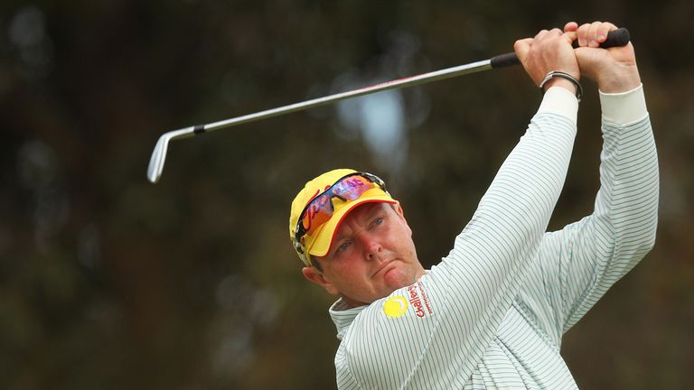 Australian golfer Lyle stops cancer treatment