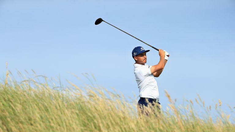 Kisner drops out of lead at British Open