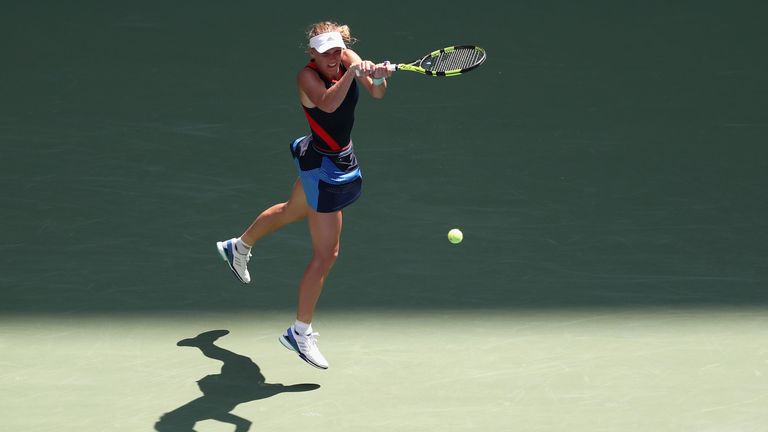 Wozniacki breezes past sloppy Stosur at US Open