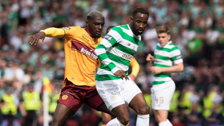 Kipre battles with Moussa Dembele