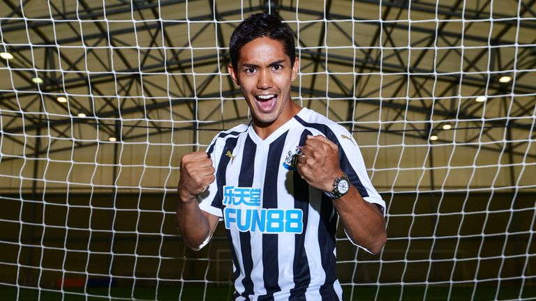 West Bromwich Albion striker Salómon Rondón has been loaned to Newcastle United