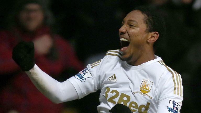 Jonathan de Guzman: Midfielder has agreed a second season-long loan with Swansea