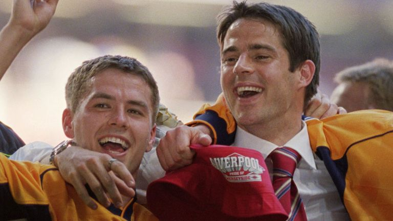 Michael Owen and Jamie Redknapp celebrate Liverpool's 2001 FA Cup win