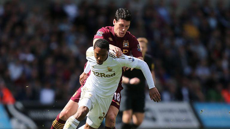 Jonathan De Guzman: Tangles for the ball with Gareth Barry