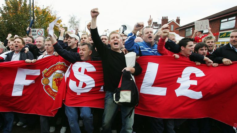 Man Utd fans demonstrate against the proposed Malcolm Glazer takeover