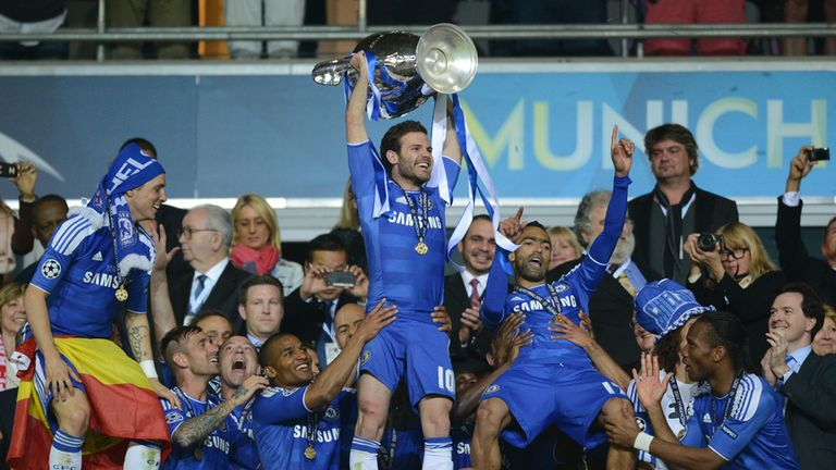 Mata lifts the Champions League with Chelsea in 2012