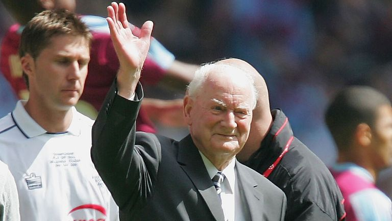 Sir Tom Finney: England legend dies at the age of 91