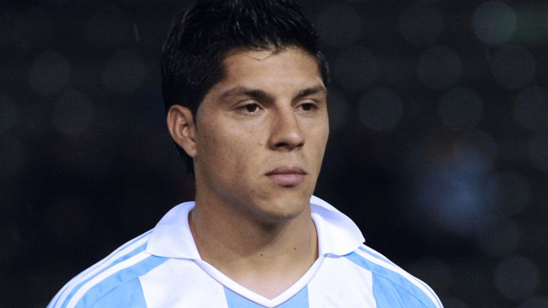 Enzo Perez: Not drawn by interest from Manchester United and Valencia