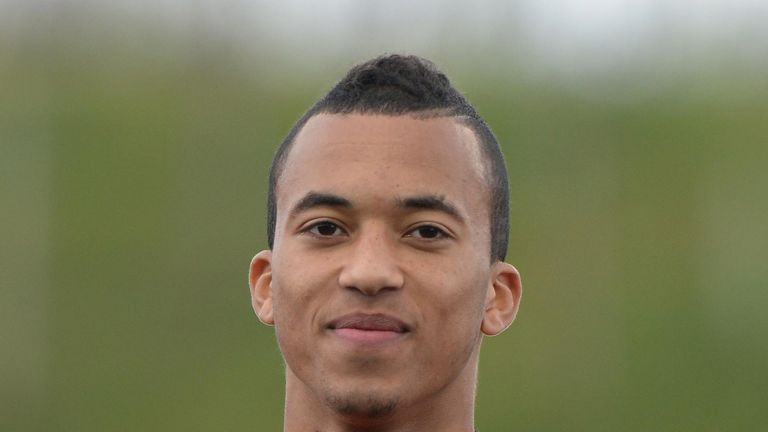 David Henen: Signs for Everton on loan