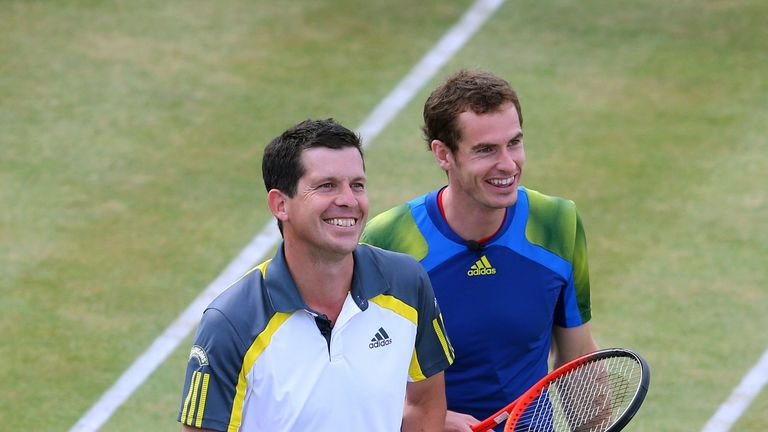 Tim Henman (L) says Andy Murray's form can deliver a second Wimbledon title