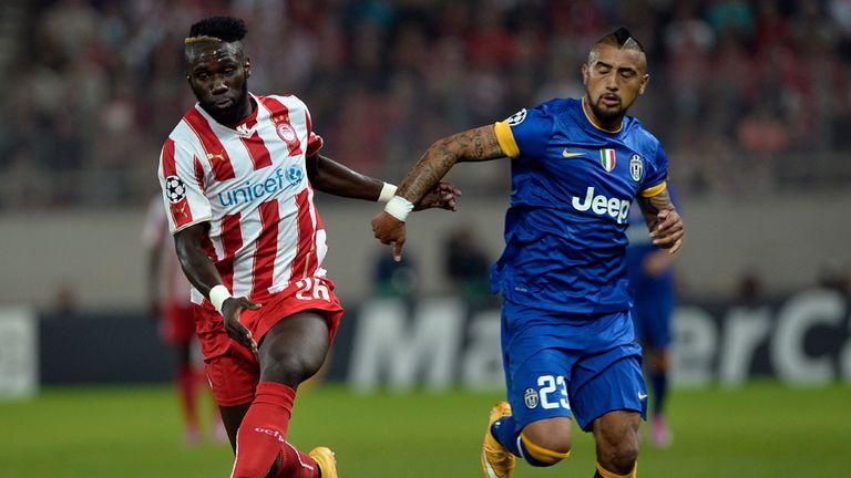 Arthur Masuaku: Chases for the ball with Arturo Vidal