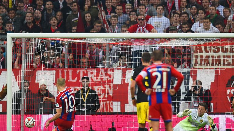 Arjen Robben scores Bayern's winner from the spot