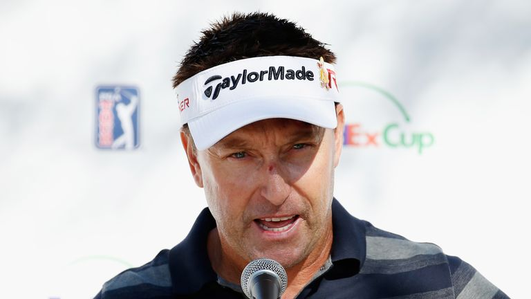 Allenby asked a spectator to carry his bag for the rest of the round