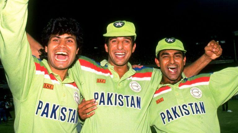 Mahmood Fazal, Wasim Akram and Aamir Sohail celebrate after Pakistan beat England in 1992