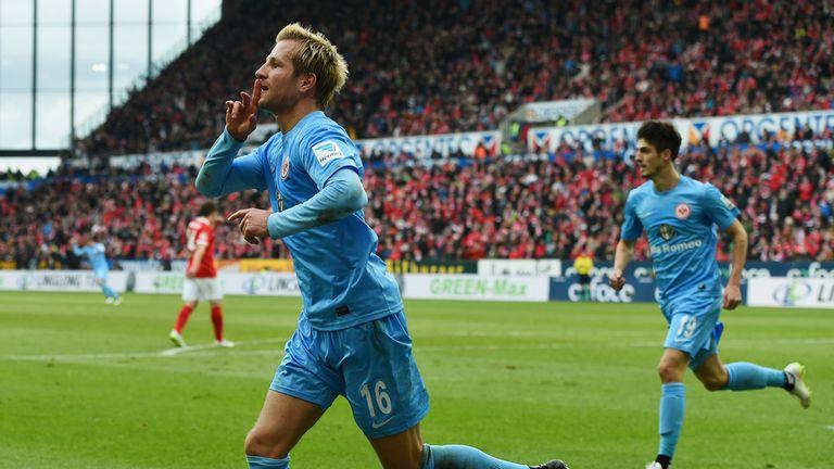 Stefan Aigner of Eintracht Frankfurt celebrates a the opening goal