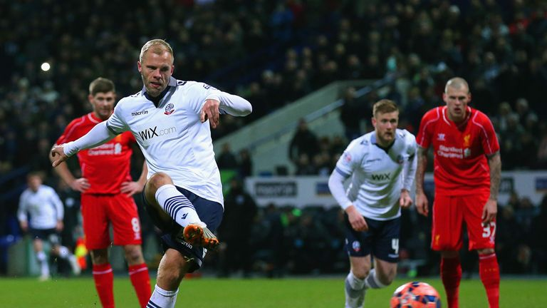 Gudjohnsen scores a penalty against Liverpool in an FA Cup tie in 2015
