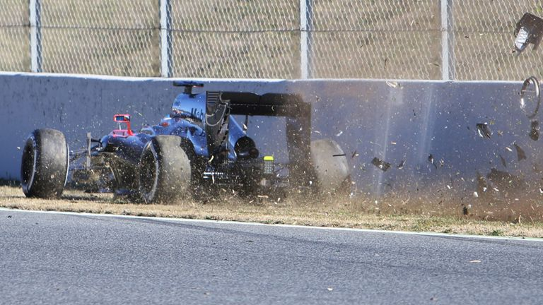 Fernando Alonso crashes during testing at Barcelona