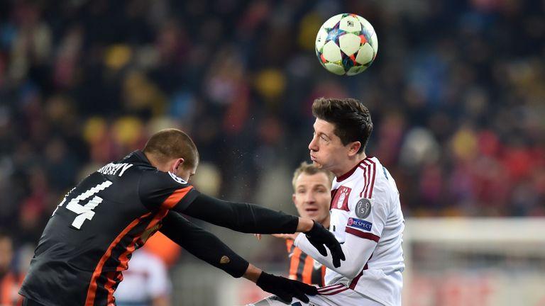 Lewandowski's vies for the ball against Shakhtar