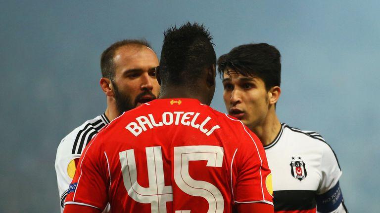 Mario Balotelli argues with Besiktas players