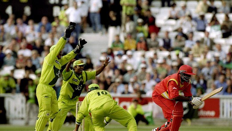 Pakistan celebrate as Saqlain dismisses Pommie Mbangwa