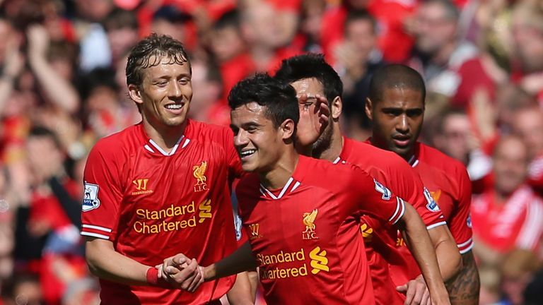 Lucas Leiva (L) congratulates Liverpool team-mate Philippe Coutinho (R)