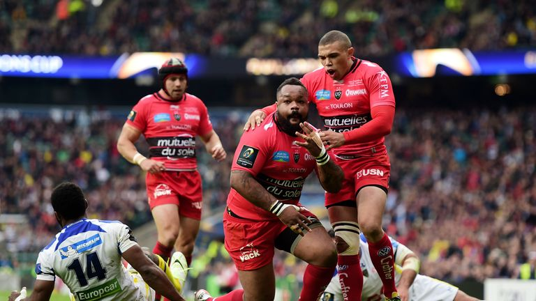 Mathieu Bastareaud celebates his try with team-mate Bryan Habana