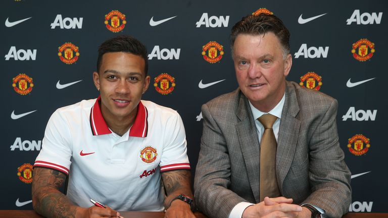 Memphis Depay poses with Manchester United boss Louis van Gaal.