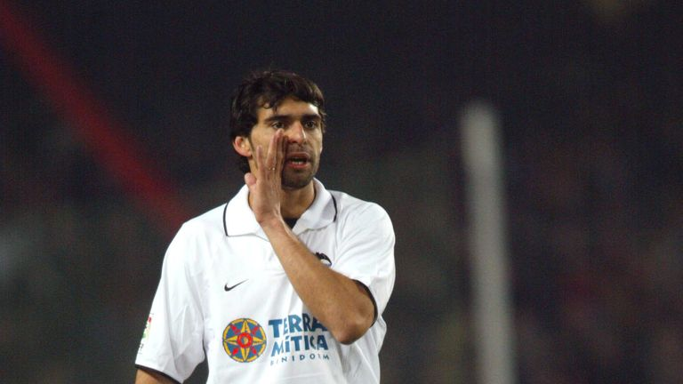 Roberto Ayala played in the 2001 final for Valencia but lost on penalties